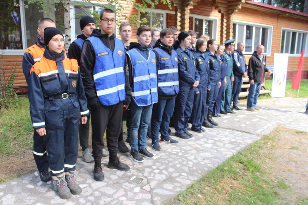Добровольцы тусуровского студенческого спасательного отряда «Сирена» приняли участие в соревнованиях «Школа безопасности»