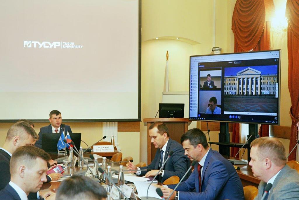 Создание инфраструктуры трансфера технологий обсудили на круглом столе в ТУСУРе