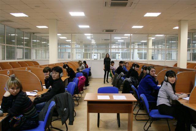Вязыковом центре «INNO LINGUA» ТУСУР начались занятия дляпервокурсников