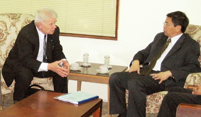 Беседа с президентом АН Вьетнама проф. Данг Ву Мином