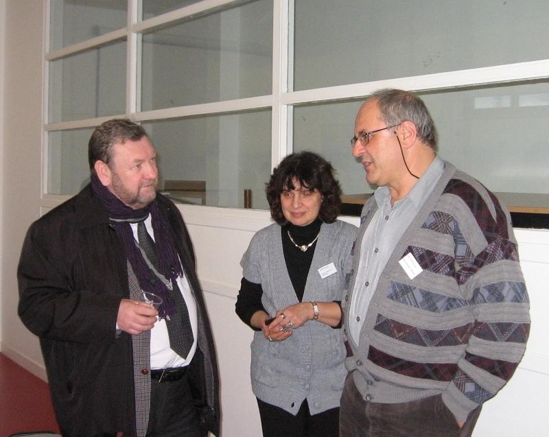 Проректор по научной работе ТУСУР профессор А. А. Шелупанов, профессор Frada BURSTEIN (Monash University - Австралия) и профессор Arkady ZASLASVKY (Lulea University - Швеция) обсуждают возможности программы Erasmus Mundus