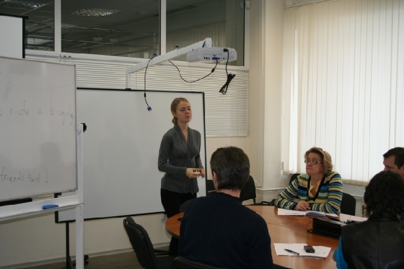 Языковой центр Института инноватики ТУСУР проводит занятия поанглийскому языку