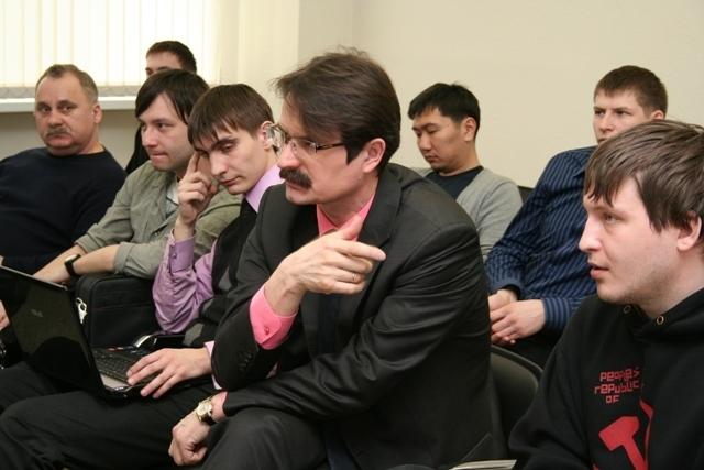 Генеральный директор Инновационной управляющей компании ФиБр Н. Бадулин и участники семинара
