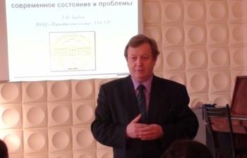 Курсы открывает профессор Н. Д. Малютин