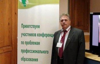 Декан ФПК ТУСУРа профессор В. И. Ефанов