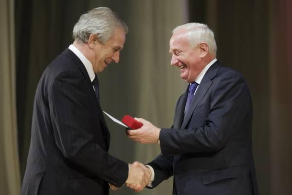Ректор ТУСУРа Ю.А.Шурыгин награждён знаком отличия «За заслуги перед Томской областью»