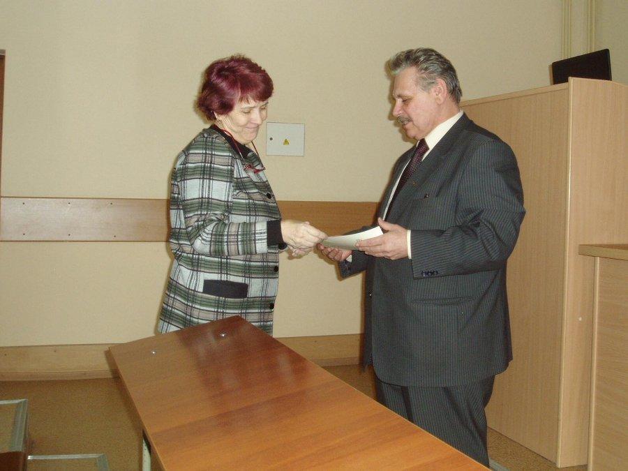 НаФПК ТУСУР состоялось торжественное вручение удостоверений оповышении квалификации преподавателям, прошедшим обучение накурсах