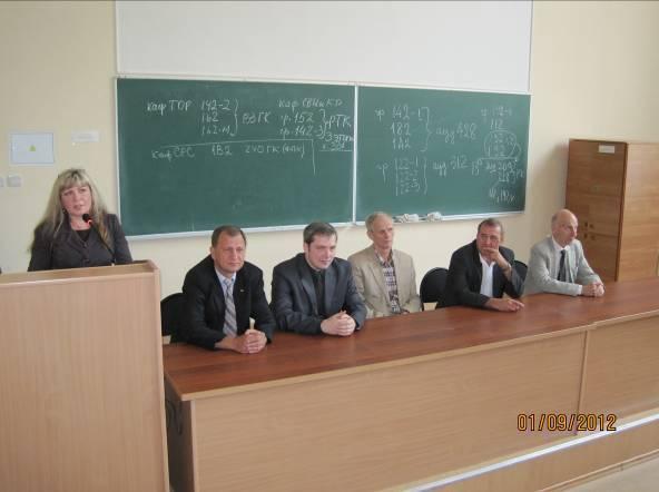 Главный корпус ТУСУРа, выступление заведующих кафедрами РТФ