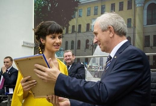Студентку Института инноватики наградили почётным знаком зазаслуги перед ТУСУРом