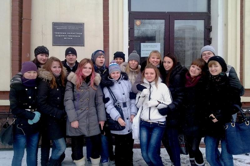 Студенты гуманитарного факультета ТУСУРа посетили выставку «Искусство затолерантность»