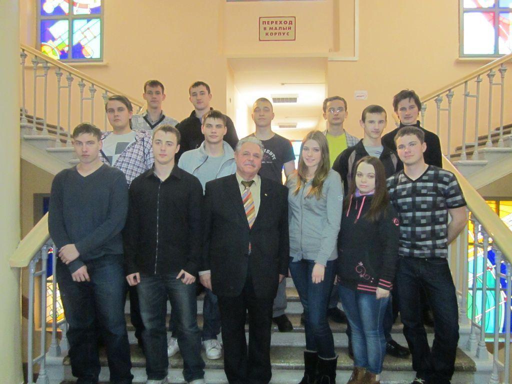 Выпускники с руководителем центра В. И. Ефановым