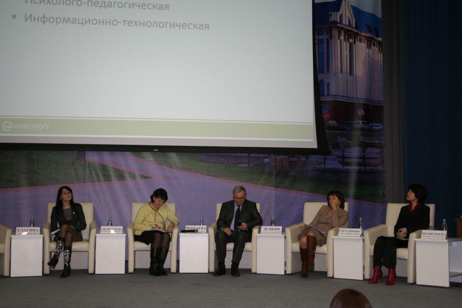 Сотрудники Института инноватики приняли участие впленарных заседаниях XIIСибирского форума образования