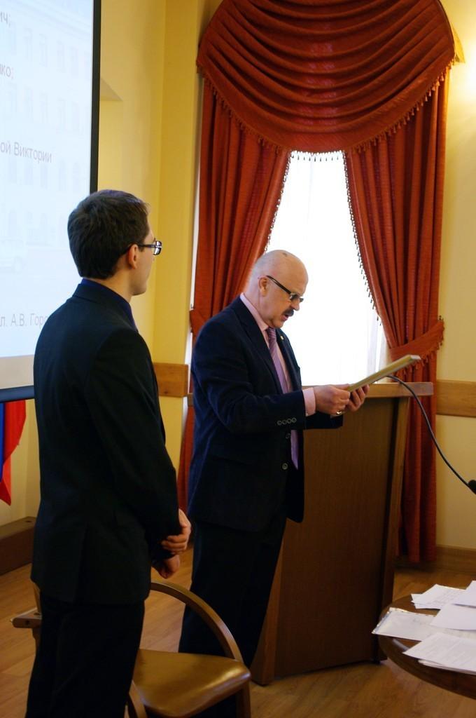 Победителям конкурса научных достижений молодых учёных ТУСУРа выручены дипломы иценные призы