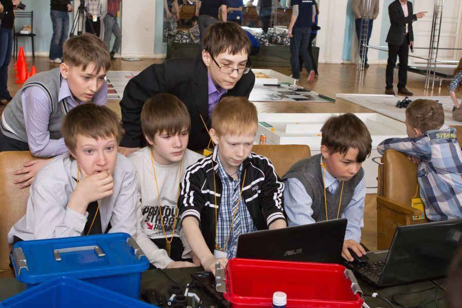Врамках XVТомского инновационного форума INNOVUS прошли ежегодные соревнования поробототехнике «РобоRoom 2013»