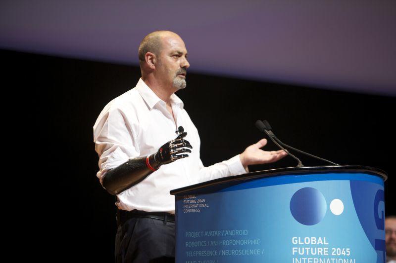 Сотрудник Института инноватики Глеб Дворяткин посетил конгресс «Глобальное Будущее 2045»