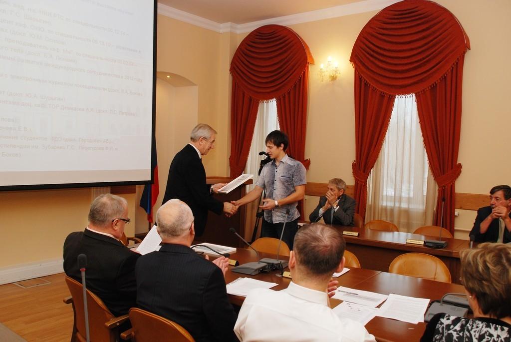 Вчера назаседании учёного совета состоялось официальное вручение дипломов победителям открытой выставки научных достижений молодых учёных ТУСУРа «РОСТ.up!»