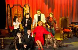 Центр внеучебной работы предлагает бесплатные билеты втеатр «Версия» наспектакль «Публике смотреть воспрещается!»