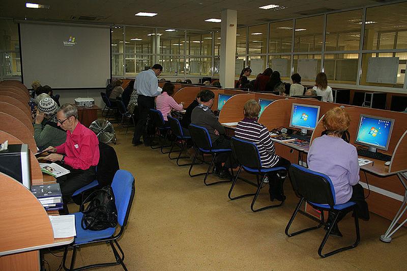 Первые выпускники программы «Электронный гражданин» получили свои электронные паспорта