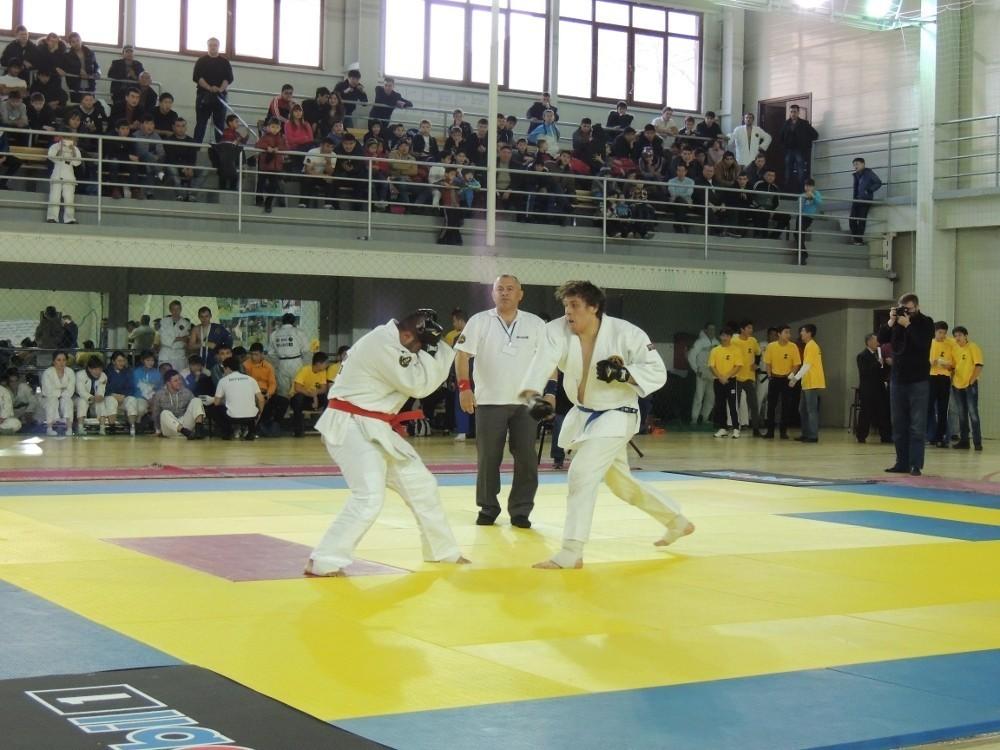 Школа борьбы ТУСУРа приняла участие воткрытом чемпионате Азии покомбат джиу-джитсу «Профи-файт»