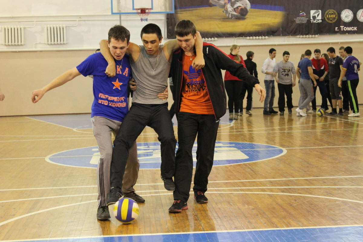 Нафакультете электронной техники состоялся День спорта дляпервокурсников