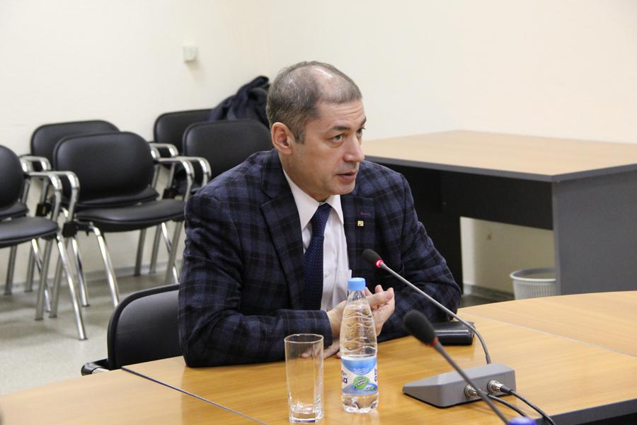 Проректор поинновационному развитию имеждународной деятельности Александр Фавстович Уваров встретился спредставителями компании Agilent Technologies