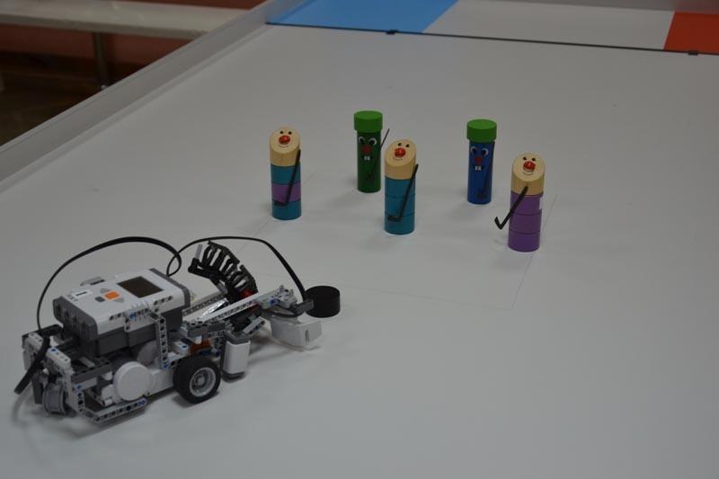 18января вдоме детства июношества «Факел» состоялись детские соревнования поробототехнике «Зимняя робо-олимпиада»