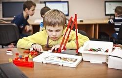 Кафедра КИБЭВС ТУСУР вмарте 2014 года планирует провести новый набор учителей накурсы поповышению квалификации пошкольной робототехнике