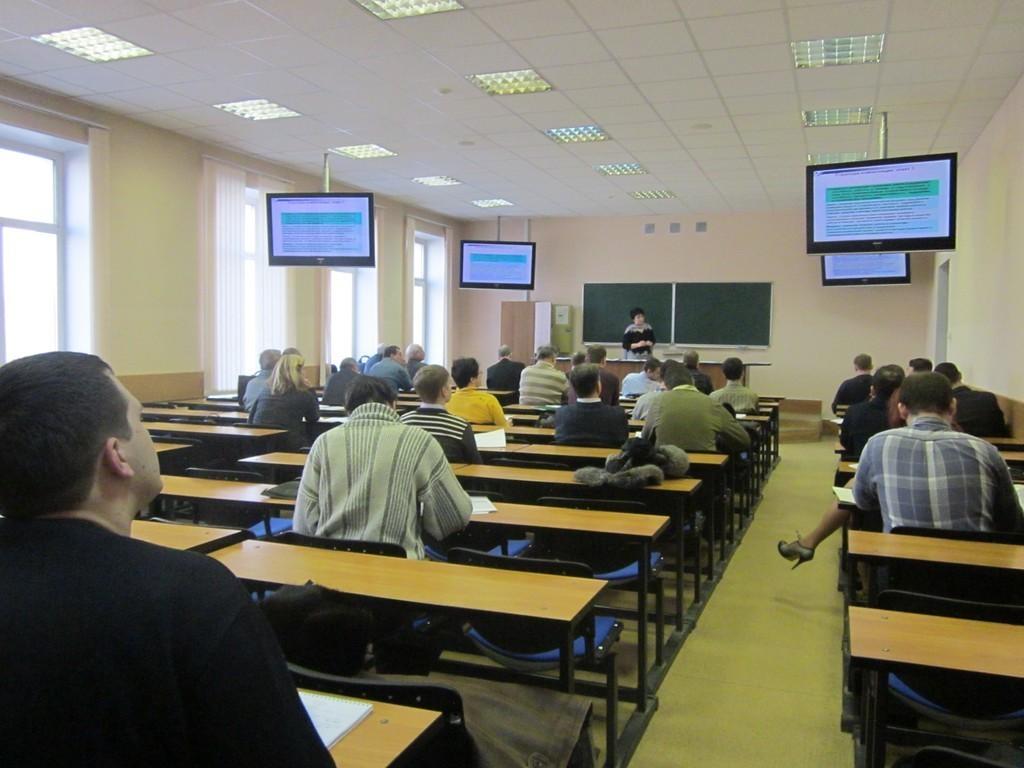 11февраля наФПК стартовали первые в2014 году курсы повышения квалификации дляпреподавателей ТУСУРа