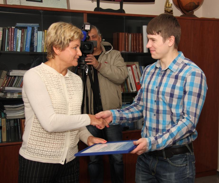 12студентов ТУСУРа получат ежемесячную стипендию вразмере 10000 рублей отНПФ «Микран»