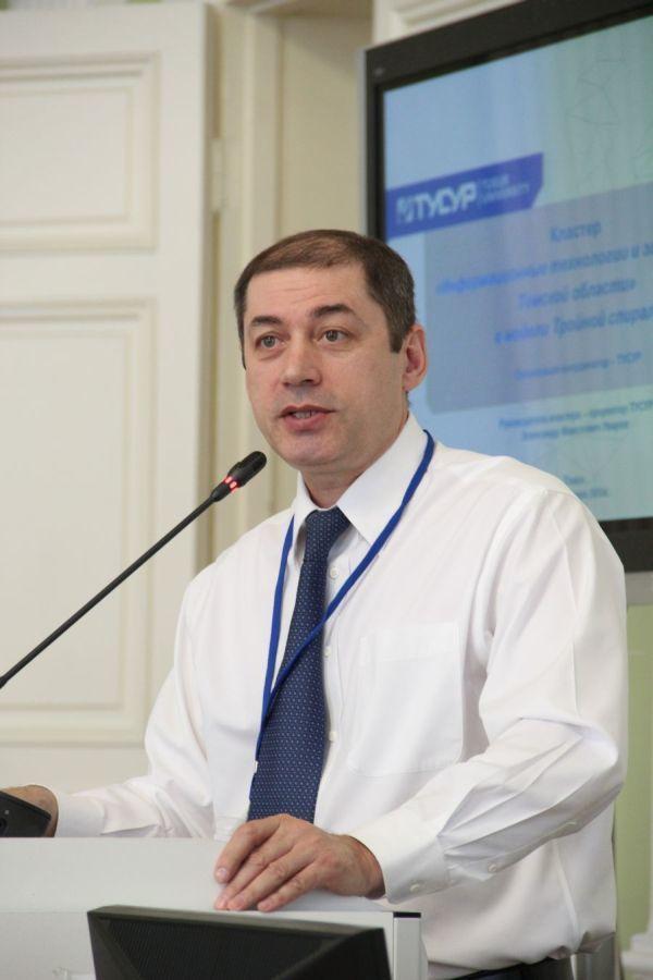 А.Ф.Уваров выступил сдокладом наоткрытии XВсероссийской школы-конференции студентов, аспирантов имолодых учёных «Инноватика – 2014»