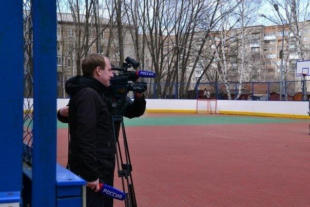 Наспортивной площадке ТУСУРа состоялся товарищеский матч пофлорболу солимпийской чемпионкой побиатлону Ольгой Зайцевой