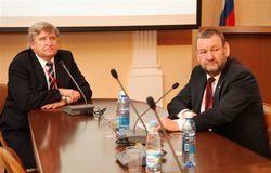 Проректор понаучной работе ТУСУРа А.А.Шелупанов провёл рабочее совещание, посвящённое взаимодействию университета сРФФИ