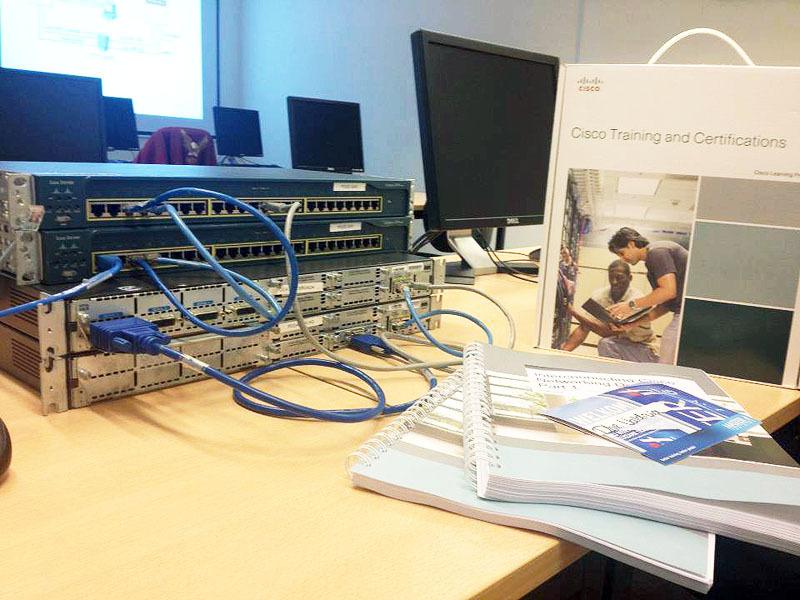 Сетевая академия Cisco ТУСУРа объявляет раннее бронирование мест восенних группах курса CCNA: Routing and Switching (сетевой специалист)