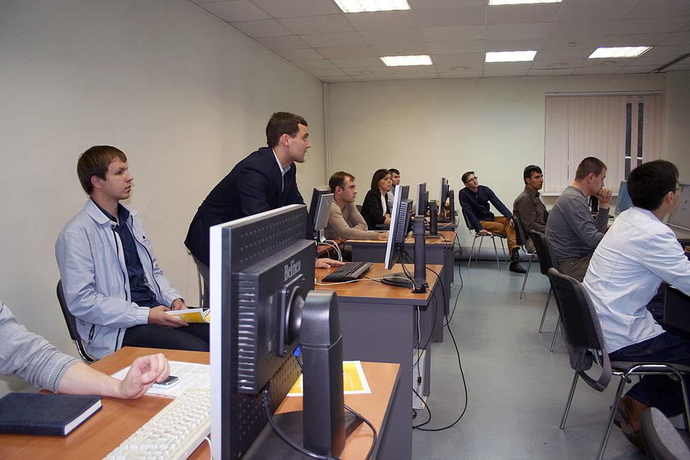 8сентября приступила кзанятиям первая осенняя очная группа Сетевой академии Cisco ТУСУРа