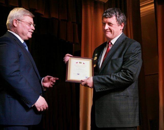 Губернатор вручил награды тусуровским лауреатам премии Томской области всфере образования, науки, здравоохранения икультуры 2014 года