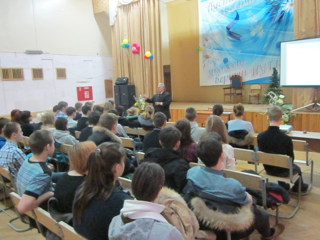 Руководитель Центра довузовской подготовки ТУСУРа встретился ссеверскими старшеклассниками