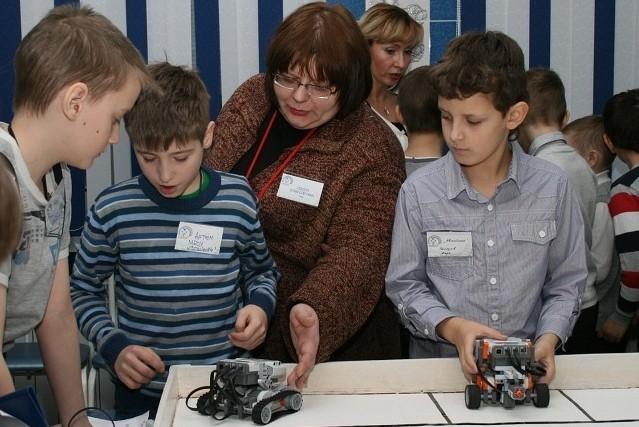 ФБначинает набор пообразовательной программе «Основы робототехники» длядошкольников ишкольников (4–17 лет)
