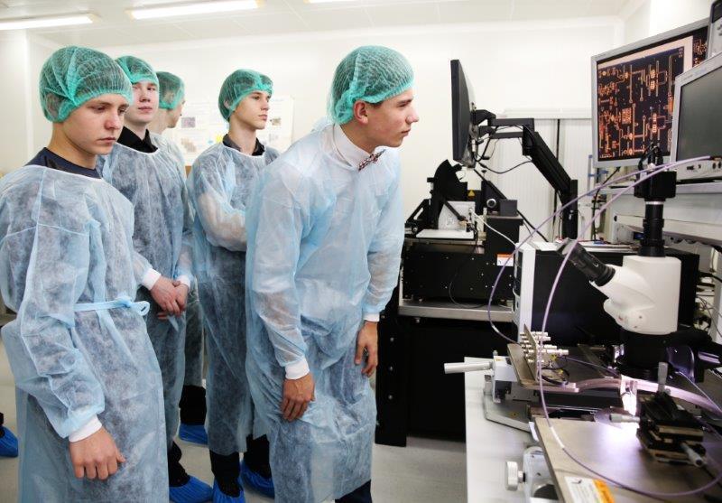 Вконце февраля томские школьники впервые побывали наэкскурсии вНОЦ «Нанотехнологии» ТУСУР