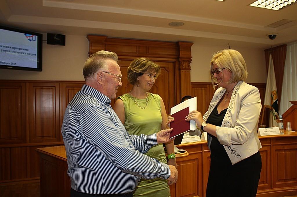 Сотрудникам ТУСУР – выпускникам Президентской программы – были вручены дипломы