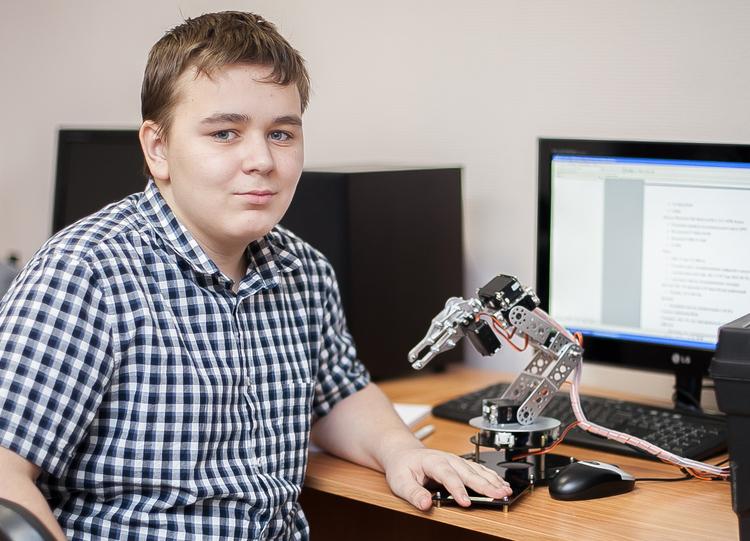 Занятия вклубе робототехники КИБЭВС
