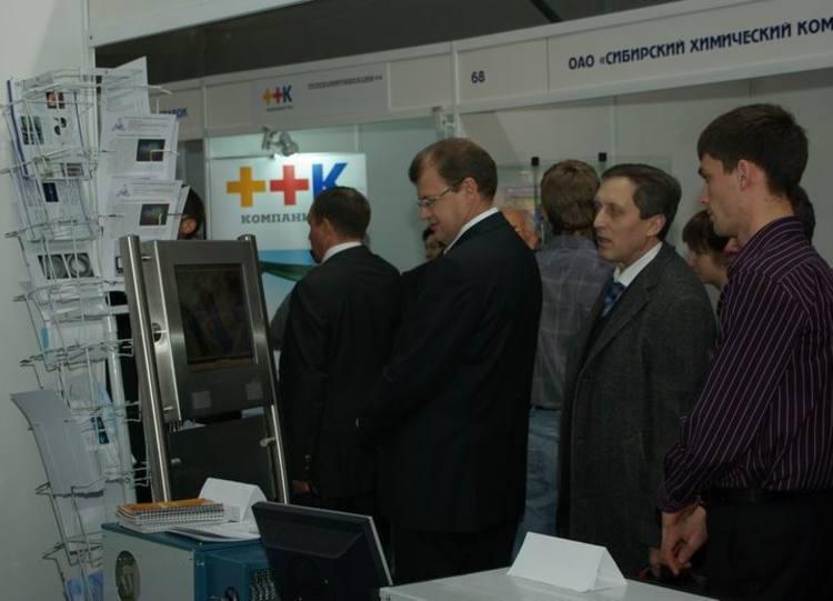 И.о. мэра Н.А. Николайчука заинтересовала разработка СБИ «Информационный сенсорный киоск»