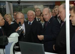 Губернатор В.М. Кресс доволен презентацией ТУСУР