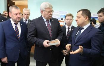 ТУСУР иАО «ПКК Миландр» представили губернатору Томской области совместную разработку