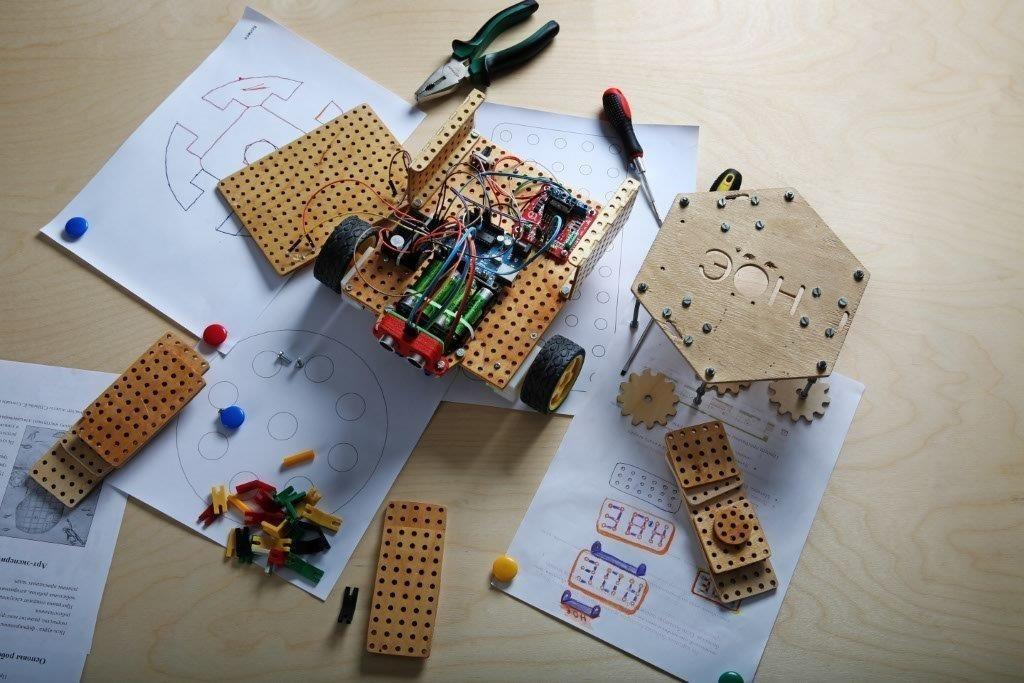 Проект STEM-Центра ТУСУР позволит сделать робототехнику вшколе более доступной