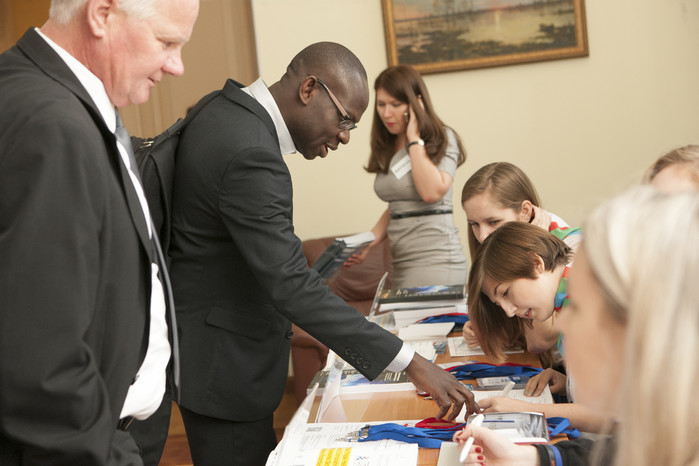 Гости конференции тройной спирали, собравшей более 300 участников из 30 стран, таких как Бразилия, Испания, Франция, Норвегия, Япония (Томск, 2012 год)