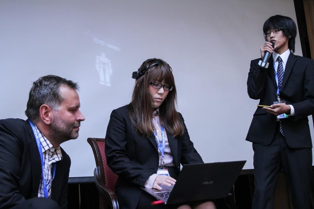 """Молодые ученые из Японии демонстрируют собственные достижения в области нейрокомпьютерного интерфейса на международной конференции """"Межуниверситетский технологический диалог"""""""