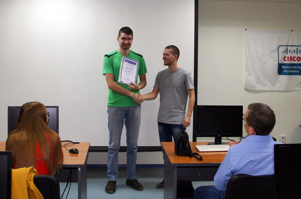 6апреля вЦентре международной IT-подготовки состоялось вручение документов выпускникам курсов повышения квалификации «Программирование наJava» и«Практическое веб-программирование»