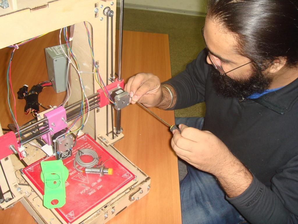 Студент из Индии на практике в лаборатории кафедры КИБЭВС