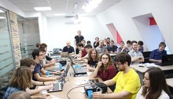 23участника проекта TeamLab ужемесяц стажируются вIT-компаниях Томска