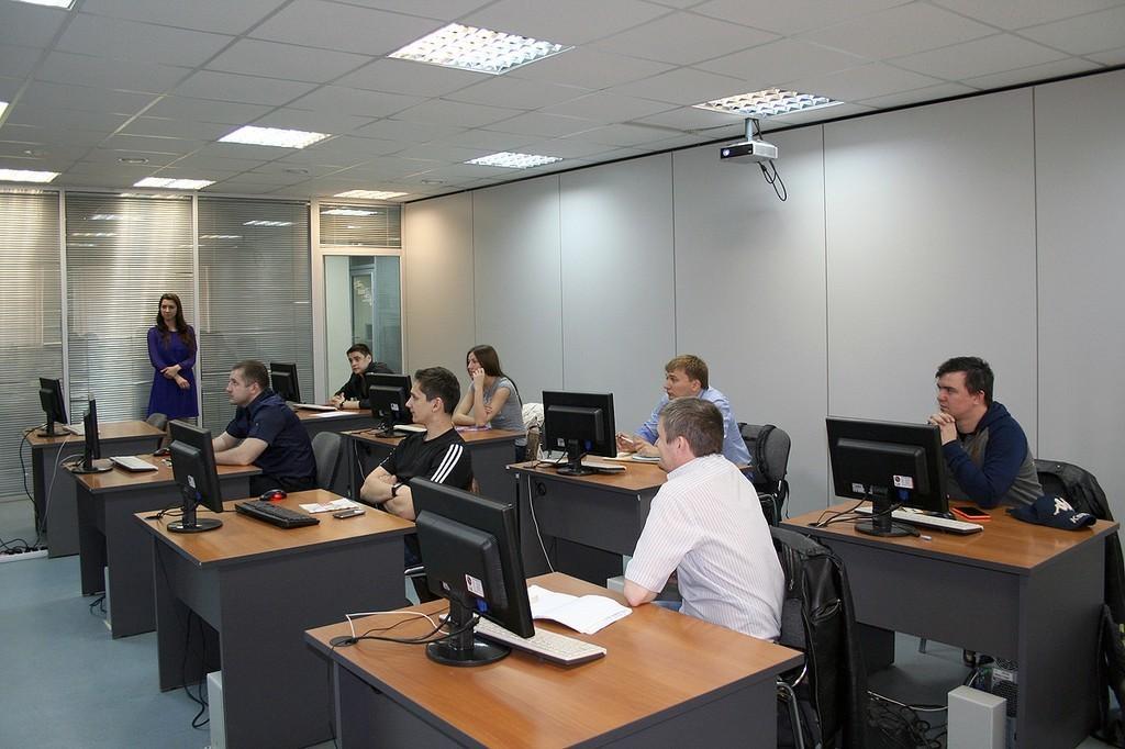 5мая приступила кзанятиям вторая весенняя группа Сетевой академии Cisco ТУСУРа